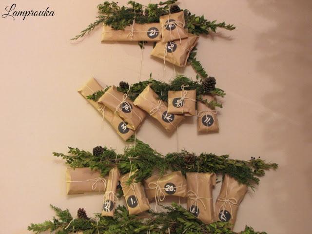 Κατασκευή χριστουγεννιάτικου ημερολόγιου με κλαδιά.