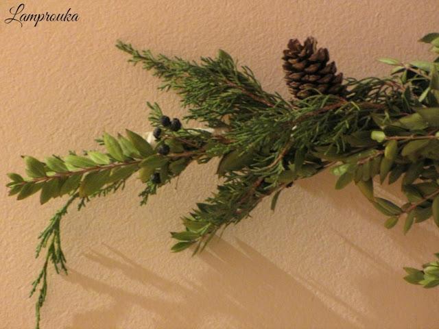 Χριστουγεννιάτικο ημερολόγιο με υλικά της φύσης.