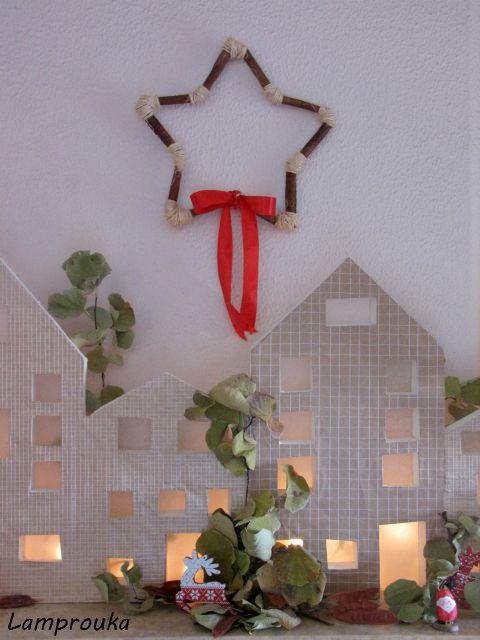 Χριστουγεννιάτικο στεφάνι με κανέλες και σπάγκο.