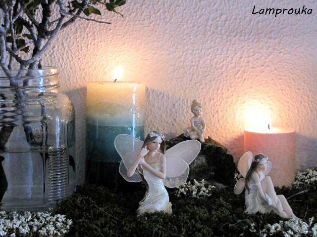 Χειμωνιάτικη διακόσμηση τζακιού με κεριά.