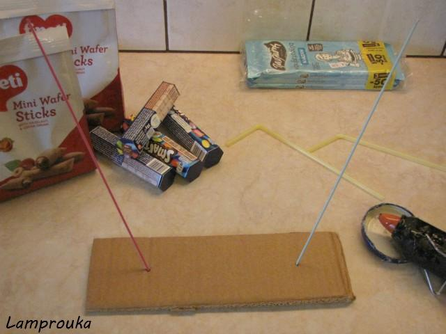 Κατασκευή για τούρτα βαρύτητας.