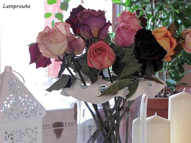 Βάση για τα λουλούδια του ανθοδοχείου από πηλό.