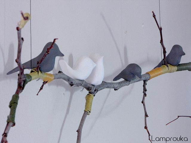Φτιάξε πουλάκια από πηλό για διακόσμηση στον τοίχο.