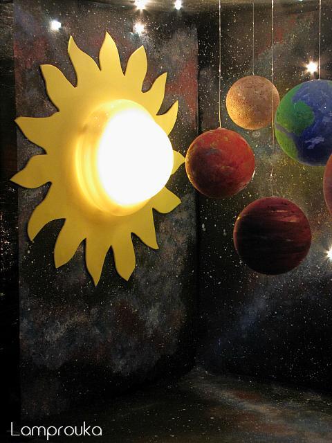 Κατασκευή ηλιακού συστήματος με φωτισμό.