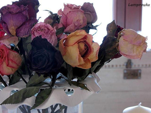 Βάση από πηλό για τα λουλούδια του ανθοδοχείου.