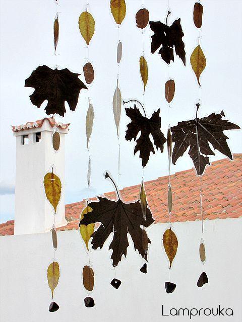 Φθινοπωρινή κατασκευή μόμπιλε με φύλλα.