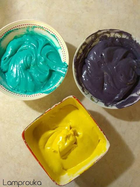 Χρωματίζουμε την ζύμη για τα χρωματιστά παντεσπάνι