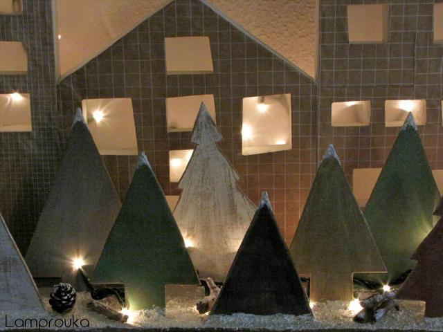 Εύκολη κατασκευή με ξύλινα δεντράκια για χριστουγεννιάτικη διακόσμηση σπιτιού.
