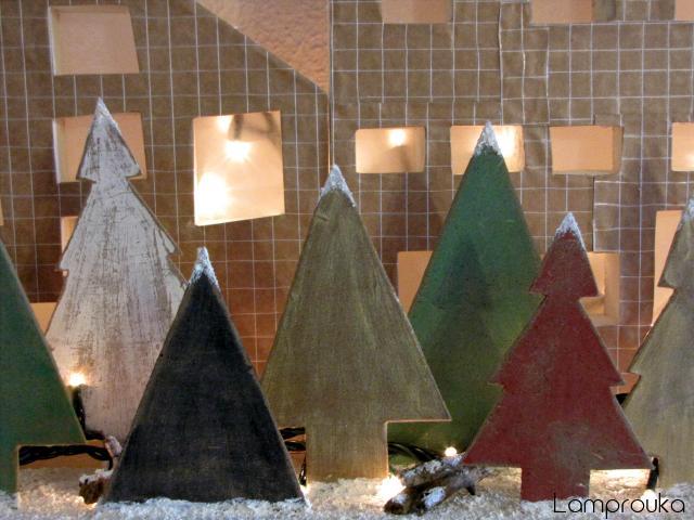 Φτιάξε ξύλινα δεντράκια για χριστουγεννιάτικη διακόσμηση.