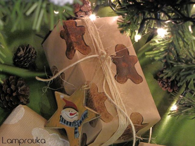 Χριστουγεννιάτικη ιδέα διακόσμησης δώρων.