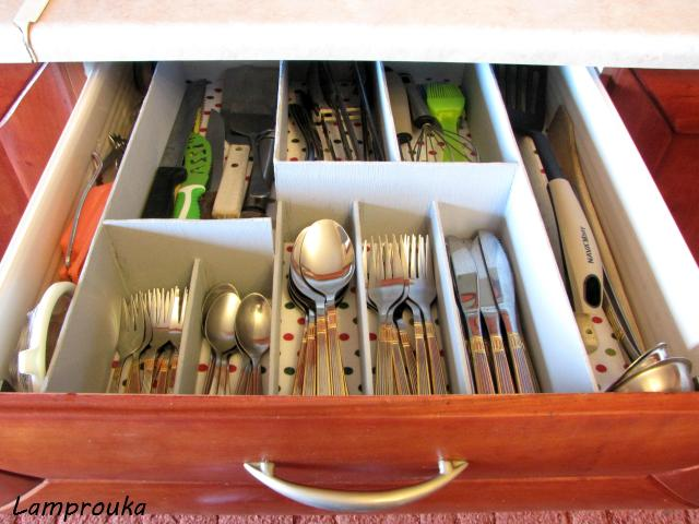 Εύκολη κατασκευή για την οργάνωση συρταριών κουζίνας.