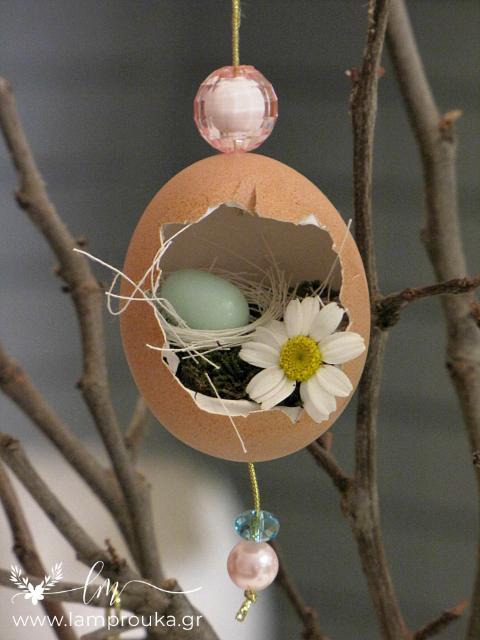 πασχαλινά αληθινά αυγά για διακόσμηση πάνω σε κλαδιά