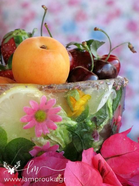 Φτιάξε ένα παγωμένο μπολ για τα φρούτα σου.