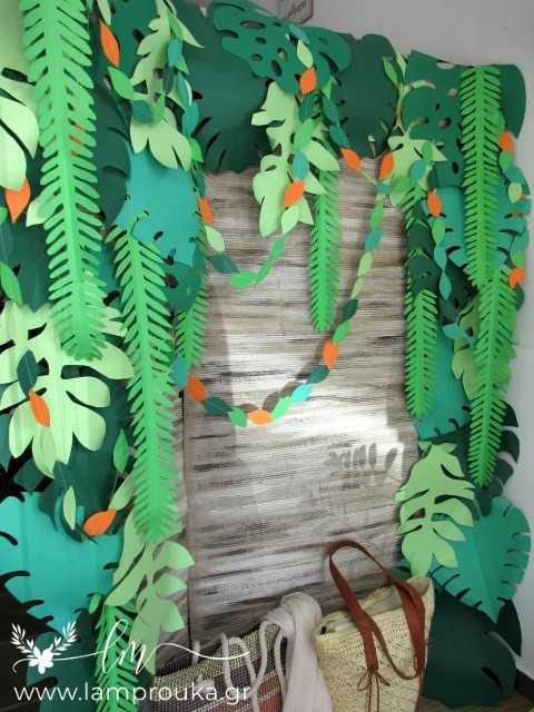 Διακόσμηση βιτρίνας ή πάρτι τροπικό καλοκαίρι με φύλλα από χαρτόνι.