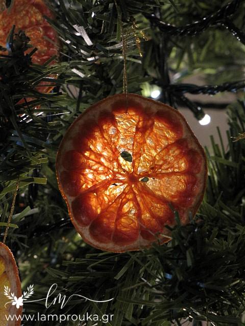 Αποξηραμένα γκρέιπφρουτ για χριστουγεννιάτικα στολίδια.