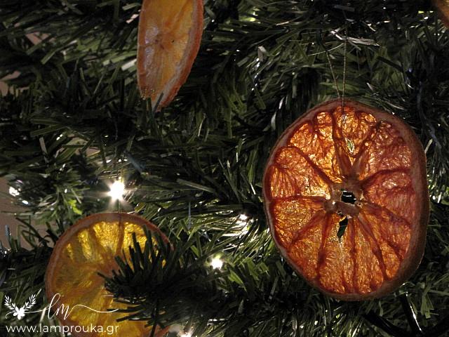 Αποξηραμένες φέτες πορτοκαλιού για στολίδια.