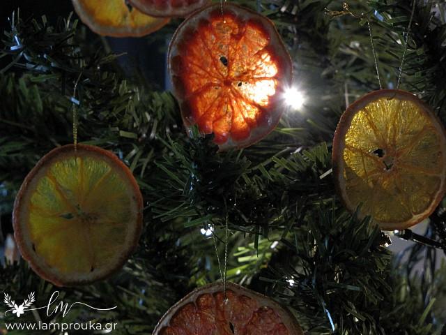 Αποξηραμένες ροδέλες φρούτων στολίδια για το δέντρο.