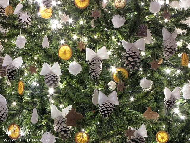 Φτιάξε στολίδια από κουκουνάρια για το χριστουγεννιάτικο δέντρο