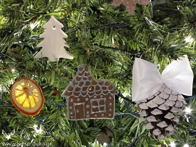 Χειροποίητα στολίδια για διακόσμηση χριστουγεννιάτικου δέντρου.