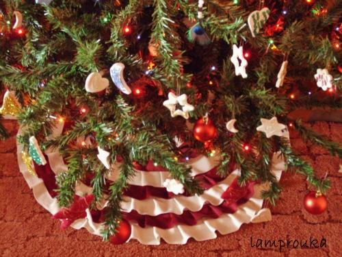 Diy κατασκευή φούστας για το χριστουγεννιάτικο δέντρο.