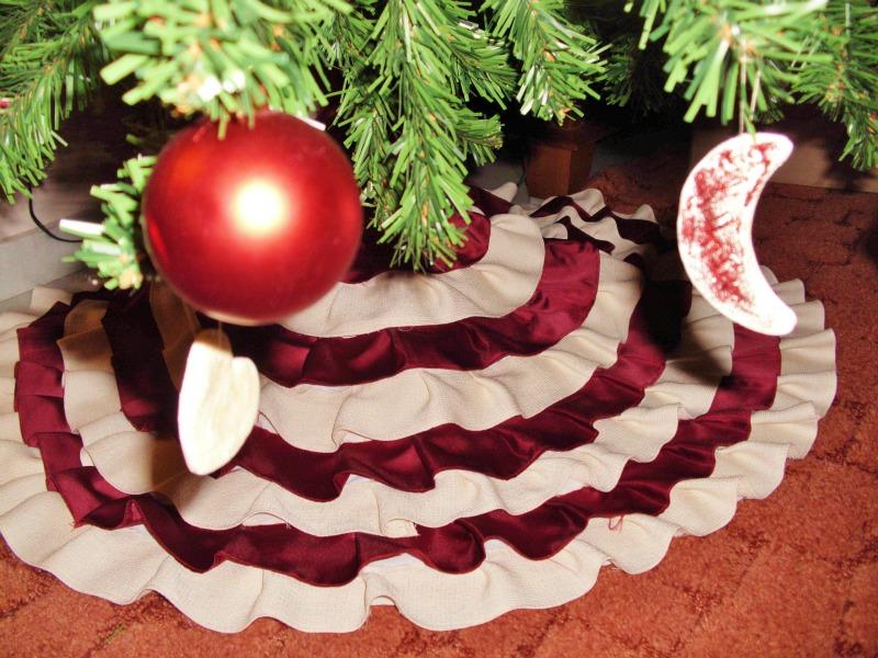 Φτιάξε μια φούστα για το χριστουγεννιάτικο δέντρο σου.