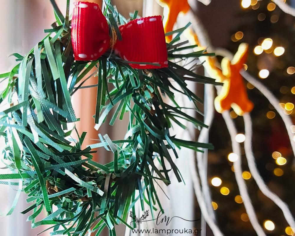 Φτιάξε εύκολα χριστουγεννιάτικα στεφανάκια.