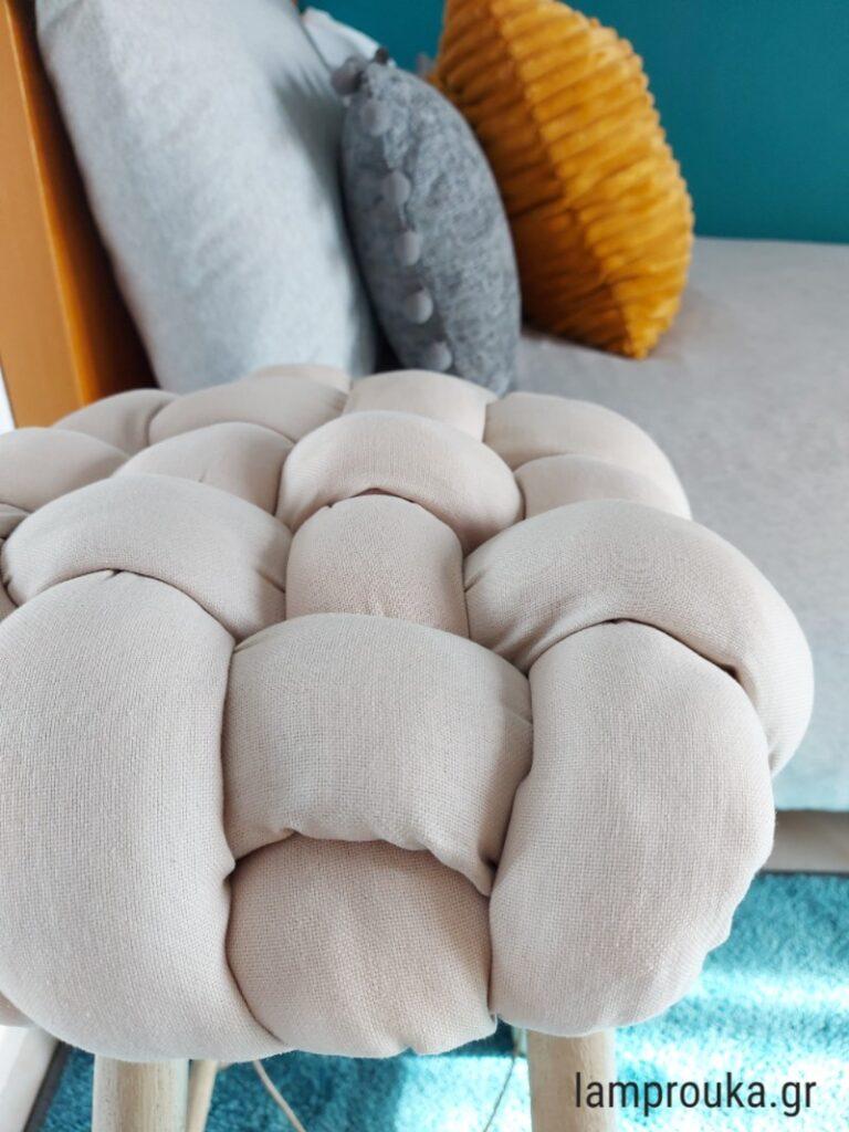 Φτιάξε μαξιλάρι για σκαμπό.