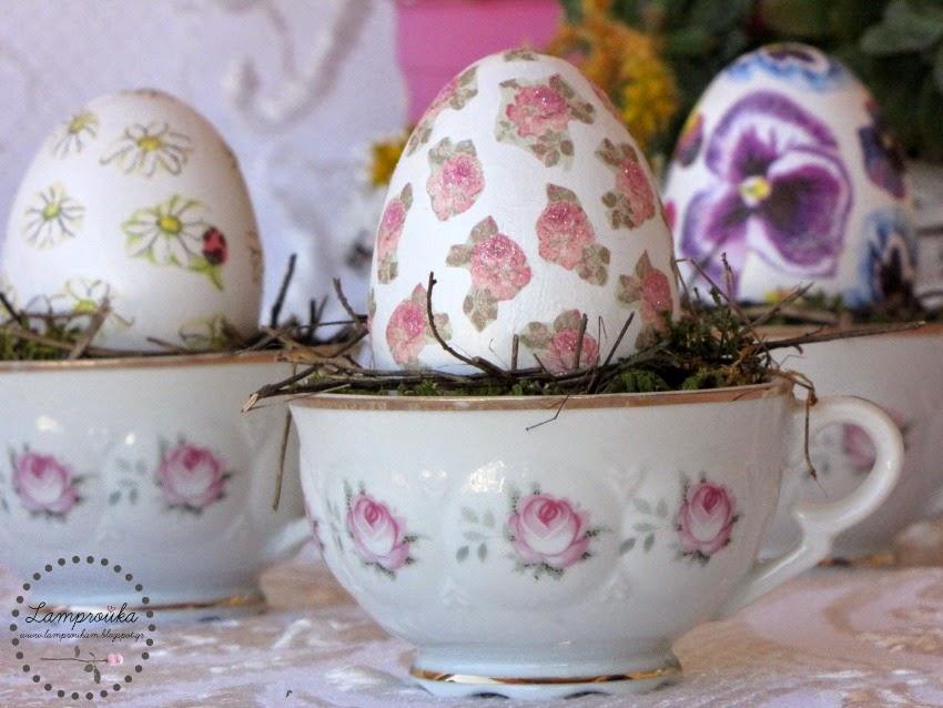Διακοσμητικά αυγά με χαρτοπετσέτα ντεκουπάζ